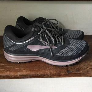 NEW Brooks Revel Sneakers